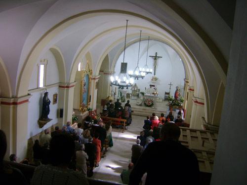 Otra imagen de la nave de la iglesia y su cubierta abovedada.