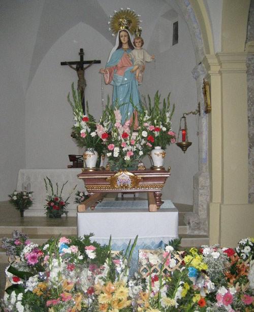 La Virgen del Rosario. Ofrenda floral.