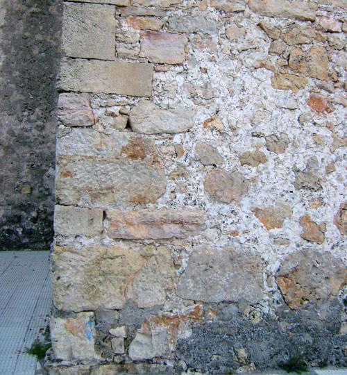 Fachada sur de la capilla de los Rihuete.