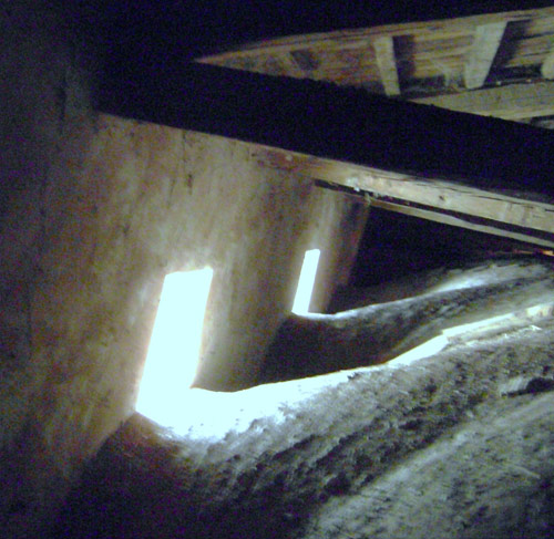 Detalle de la cámara, con las ventanas originales.