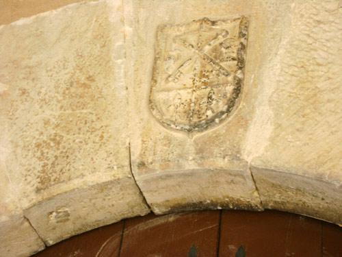 Detalle del escudo antes de su reciente rehabilitación.