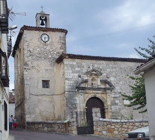 Iglesia de Cañizares con el atrio al frente.