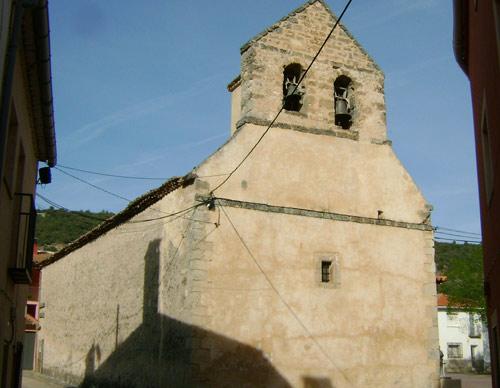 Espadaña de la iglesia de San Ginés, de El Tobar. También restaurada.
